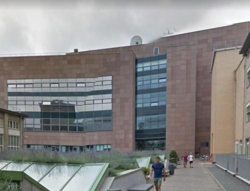 """Politecnico di Torino – Sostituzione delle facciate ventilate in granito rosso """"balmoral"""" del fabbricato To_cit11 """"manica d'approdo"""" facciate sul cortile interno del politecnico di Torino"""